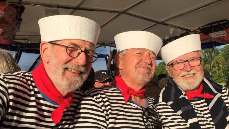 """De glads sangsvaner på turbåden """"Lille Claus"""" på Sorø Sø"""