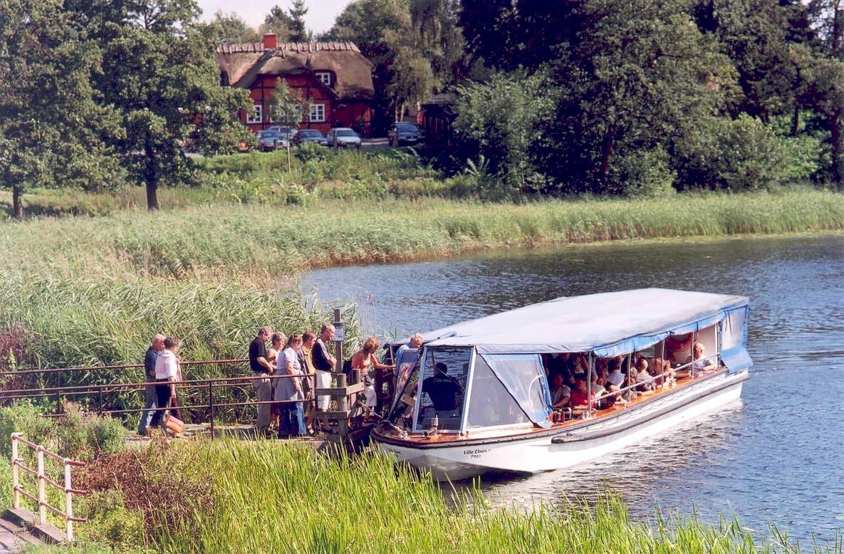 Turbåden Lille Claus anløber Kongebroen, Sorø Sø